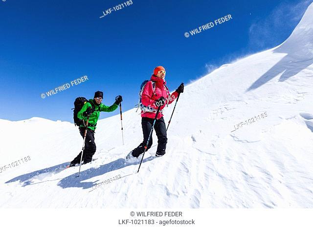 Young couple mountain climbing in Winter, Hochwannig, Mieminger Berge, Ehrwald Tirol, Austria