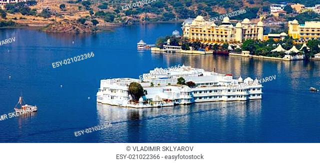 Lake Pichola and Taj Lake Palace in Udaipur. India