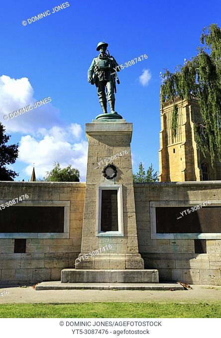 The War Memorial in Abbey Park, Evesham, Worcestershire, England, Europe