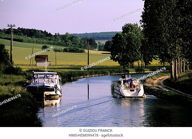 France, Yonne, Burgundy Canal between Tanlay and Montbard
