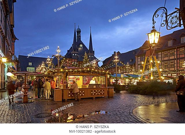 Town hall at Market Square with Christmas Market in Wernigerode, Harz, Saxony-Anhalt, Germany