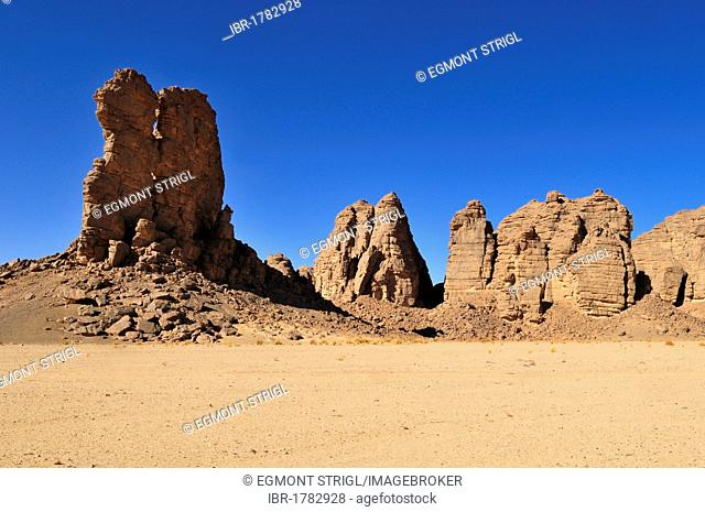 Sandstone rock formation at Tikobaouine, Tassili n'Ajjer National Park, Unesco World Heritage Site, Wilaya Illizi, Algeria, Sahara, North Africa