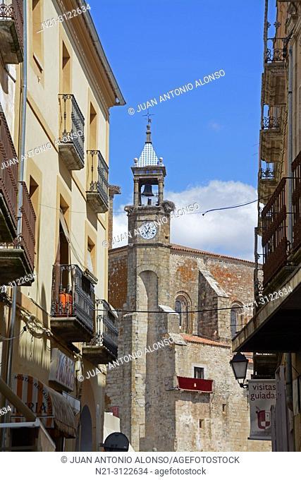 Street leading to San Martin Church. Plaza Mayor. Trujillo, Caceres, Extremadura, Spain, Europe