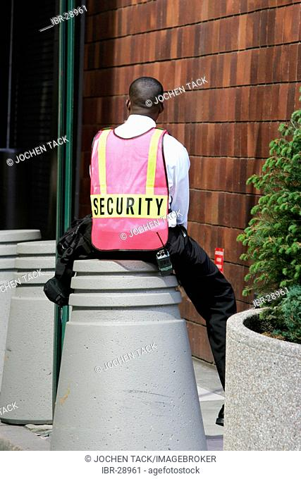 USA, United States of America, New York City: Security guard on a break