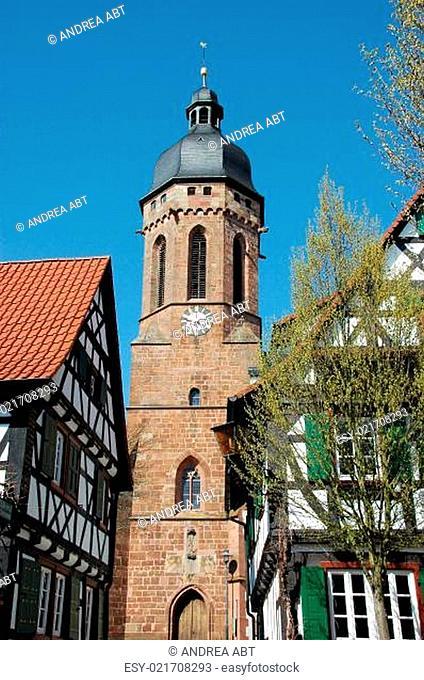 Blick von Turmgasse Kandel/Pfalz auf den Turm der St. Georgskirche