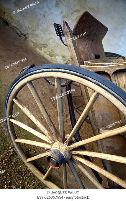 Old cart in a farm near Bordeaux, France