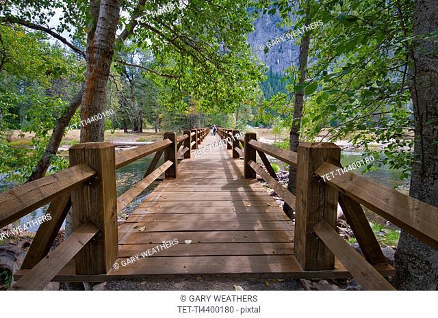 USA, California, wooden footbridge on Merced River