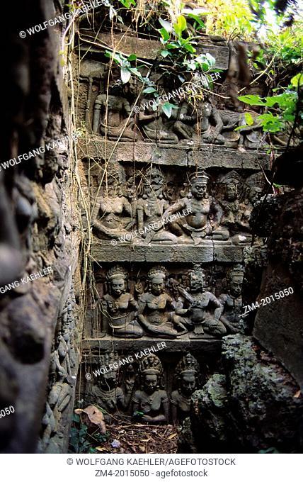 CAMBODIA, ANGKOR, ANGKOR THOM, TERRACE OF THE LEPER KING, NARROW TRENCH