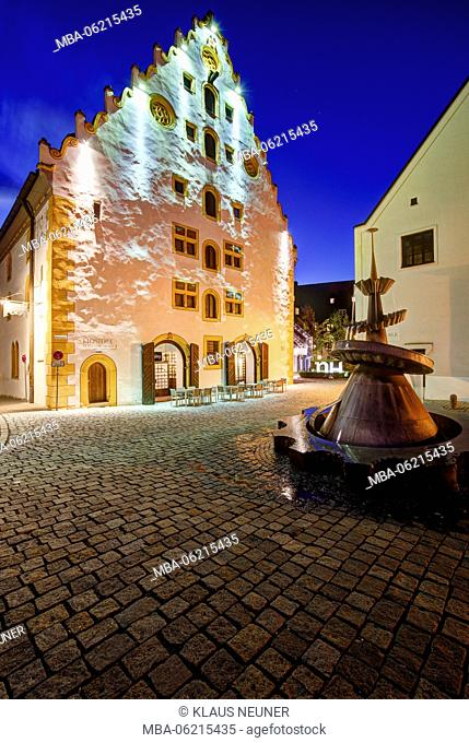 Klösterle, former monastery, fountain, blue hour, Nördlingen (town), Donau Ries (district), Bayern, Germany, Europe