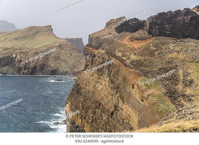Wanderweg durch die Lnadschaft der Halbinsel Ponta de Sao Lourenco, Madeira, Portugal, Europa | hiking trail through the Ponta de Sao Lourenco peninsula...