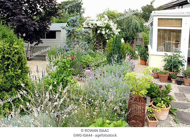 COTTAGE GARDEN BORDER AND PATIO