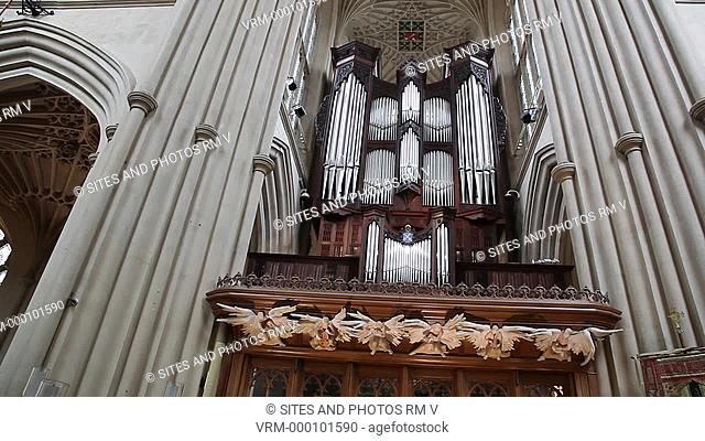 TILT up, LA, interior. Behind its early 20th century front, the organ dates from 1997. Rebuilt by the firm Klais of Bonn as part of the Bath Abbey 2000 campaign