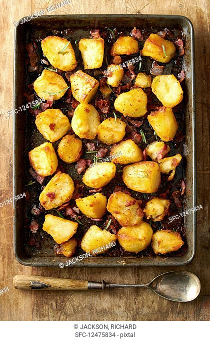 Oven-roasted potatoes with bacon and rosemarYes