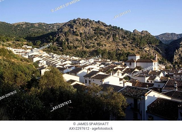 The town of Grazalema, the hub of the Sierra de Grazalema Natural Park, a Unesco Biosphere reserve since 1977. Andalucia, Spain © James Sparshatt / Axiom