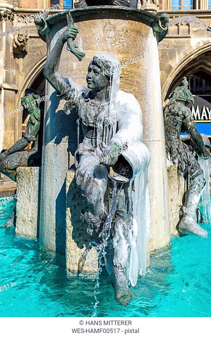 Germany, Munich, Mary's Square, fountain Fischbrunnen in winter