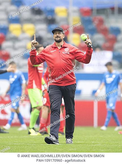 jubilation by stadium presenter Andre SCHEIDT (D), stadium announcer, football 1.Bundesliga, 3.matchday, Fortuna Dusseldorf (D) - TSG 1899 Hoffenheim (1899) 2:...