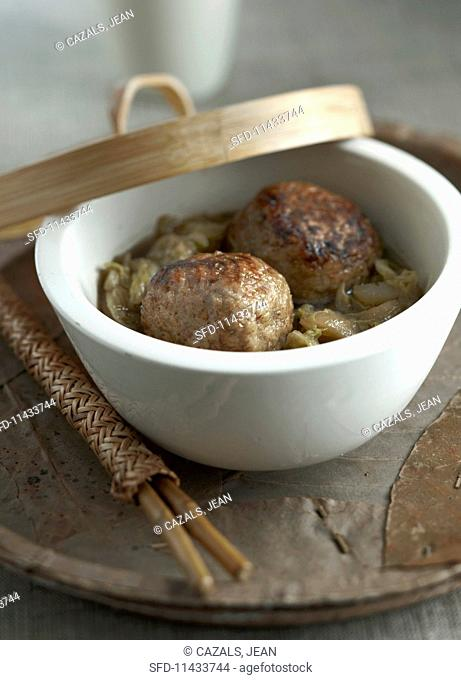 Meatballs in broth (China)
