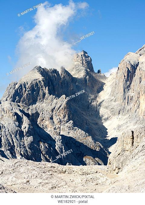 View towards Cimon della Pala. The alpine plateau Altipiano delle Pale di San Martino in the Pala group in the dolomites of the Trentino