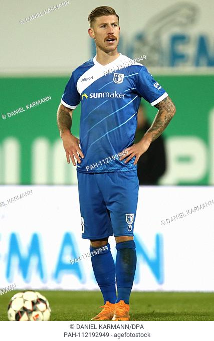 23.11.2018, Bayern, Furth: Football: 2nd Bundesliga, Greuther Furth - 1st FC Magdeburg, 14th matchday, in the Ronhof Sports Park Thomas Sommer