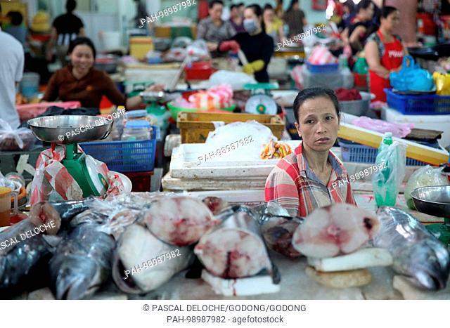 Sad woman at market stall with seafood. Danang. Vietnam. | usage worldwide. - Danang/South Central Coast/Vietnam