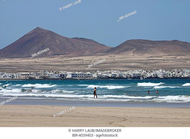 Beach Playa de Famara, views of La Caldera Calaeta and Trasera, Lanzarote, Canary Islands, Spain