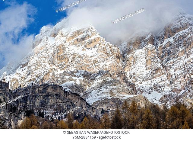 Mountains seen from Passo Tre Croci, Cortina D'Ampezzo, Province of Belluno, region of Veneto, Italy, Europe