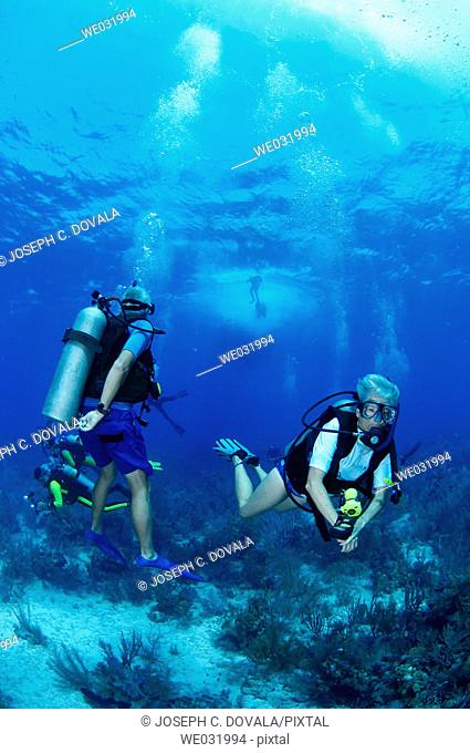 Older divers waiting for group. Roatán, Honduras