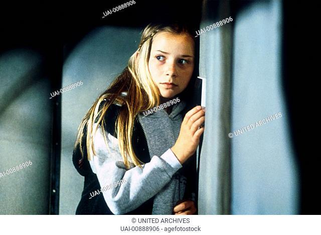KINOSTART AM 12. JULI IM NETZ DER SPINNE Die Tochter (PENELOPE ANN MILLER) eines Regierungsmitgliedes wird von einem ihrer Lehrer entführt