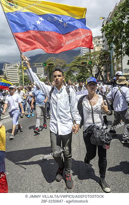 The citizens of Caracas gathered at the La Carlota air base to ask the Armed Forces to allow humanitarian aid into Venezuela and lay down their arms for...