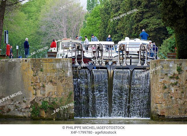 France, Languedoc-Roussillon, Aude 11, Canal du Midi, lock of Argens