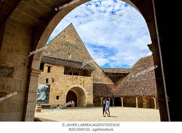 Chateau du Clos de Vougeot, Côte de Nuits, Côte d'Or, Burgundy Region, Bourgogne, France, Europe