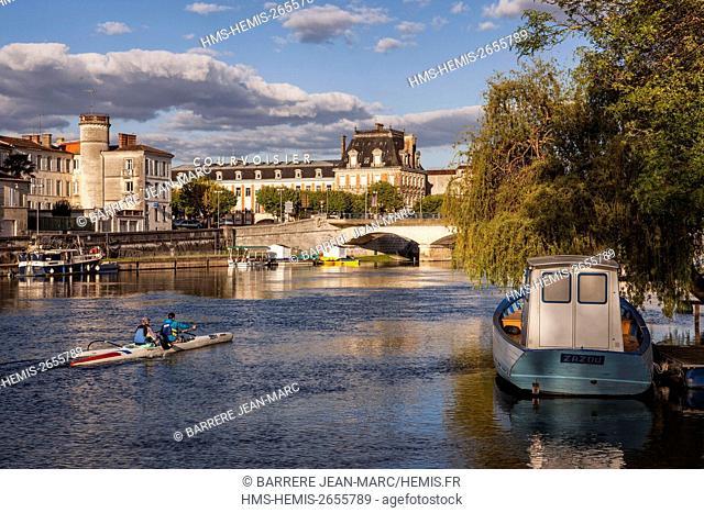 France, Charente, Jarnac, les banks of the Charente river