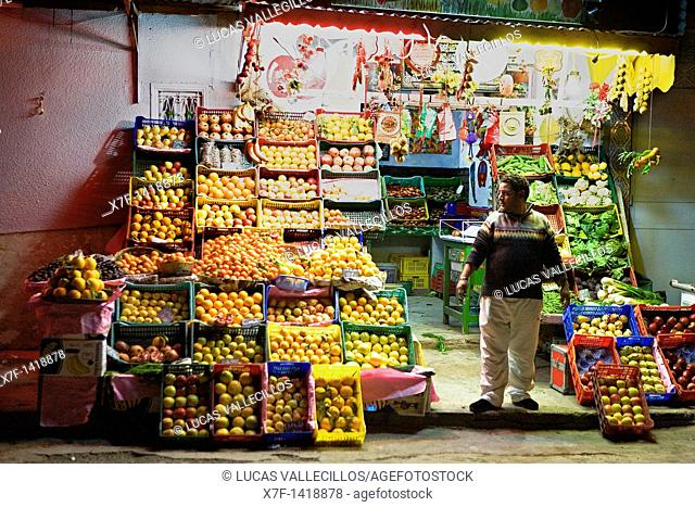 Tunez: Kairouan Greengrocers in Rue Bd Hedi Chaker