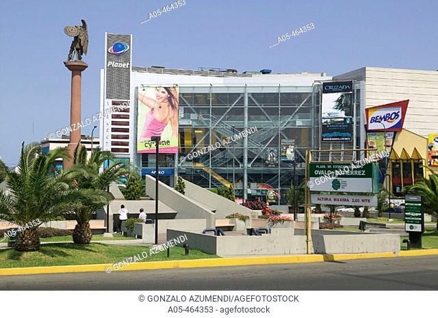 Plaza Ovalo Gutierrez. Zona entre Miraflores and San Isidro. Lima. Perú