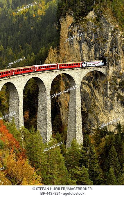 Rhaetian Railway, Albula Railway, Landwasser Viaduct, Filisur, Graubünden Canton, Switzerland