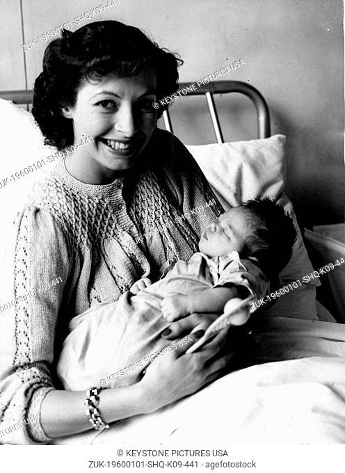 Apr 01, 1968 - London, England, United Kingdom - Linda Cornell with baby (Credit Image: KEYSTONE Pictures USA/ZUMAPRESS.com)