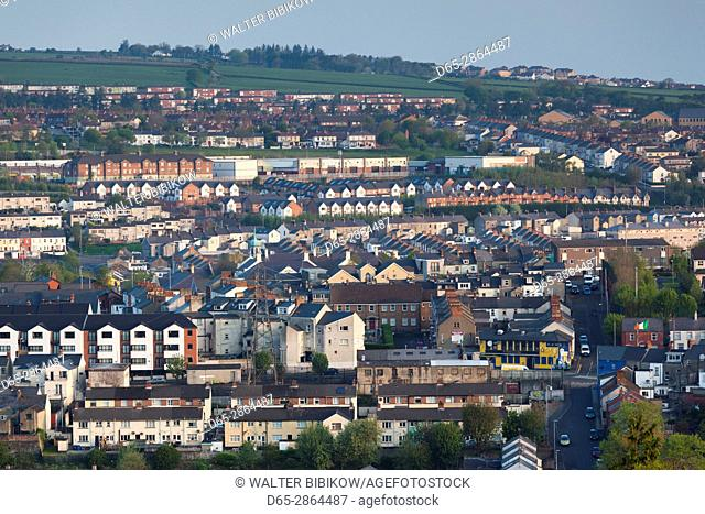UK, Northern Ireland, County Londonderry, Derry, elevated town view, dawn