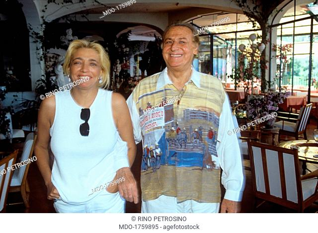 The musician and show man Renzo Arbore, native of Foggia, arm in arm with the broadcast presenter Mara Venier, his fiancée of that time