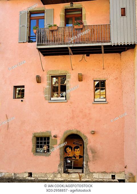 pink wall, Annecy, Haute-Savoie department, Auvergne-Rhône-Alpes, France