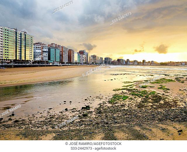 Sunset at San Lorenzo beach. Gijón. Asturias. Spain