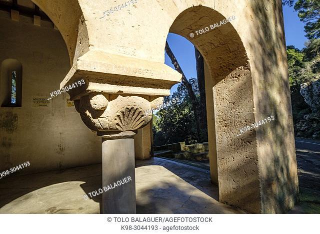 Sa Capelleta, edificada en 1910 para recordar la leyenda del descubrimiento de la Imagen de la Virgen por un pastor, Santuario de Sant Salvador, Felanitx