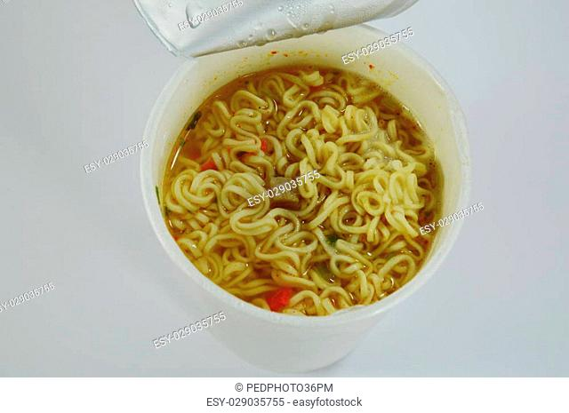 instant noodle in paper cup
