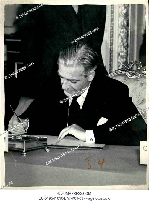 Oct. 10, 1954 - Agreement Reached at nine -power conference. photo shows Mr. Anthony Eden , seen at today;s singing at Lancaster house