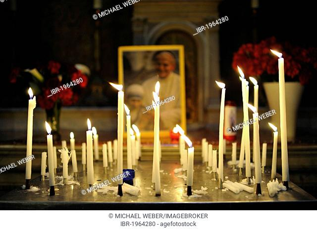 Votive candles in front of a photo of Pope John Paul II with Mother Teresa, parish church Église de la Madeleine, Sainte-Marie-Madeleine, St