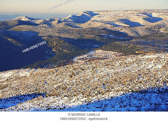 France, Vaucluse, Luberon, petit Luberon in the background and the the Cedar forest, Mourre Negre under the snow, above Lourmarin