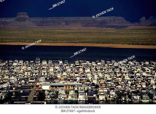 USA, United States of America, Arizona: Lake Powell, flooted canyon by the Colorado river. Wahweap Marina
