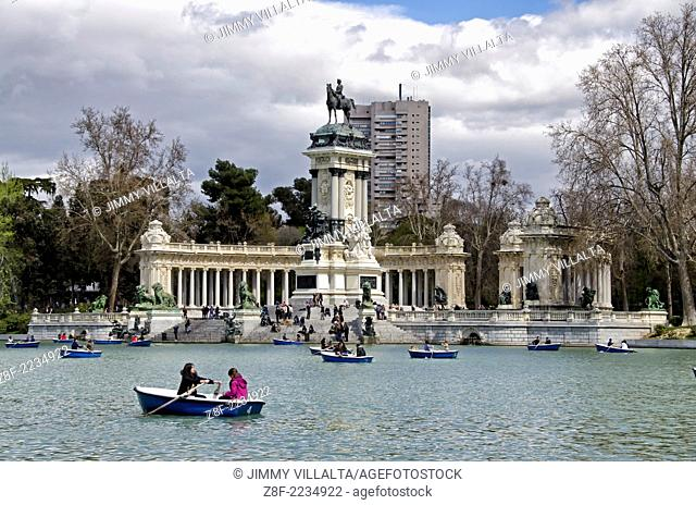 Parque del Retiro Pond, behind the Monument to Alfonso XII. Madrid, Spain