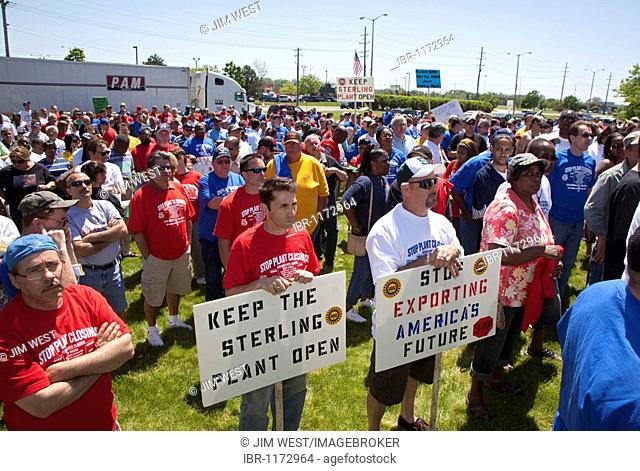 Members of the United Auto Workers rally to keep Chrysler's Sterling Heights Assembly Plant open, Sterling Heights, Michigan, USA
