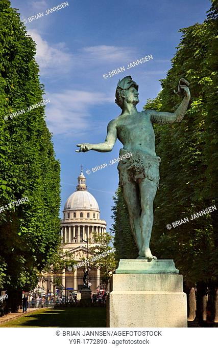Bronze statue l'acteur Grec the Greek Actor by Arthur Bourgeois 1838–1886 in the Jardin du Luxembourg with the Pantheon beyond, Paris France