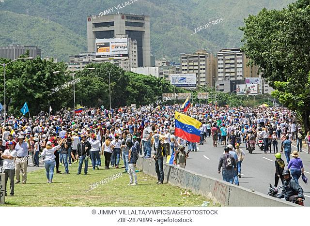 The Bureau of Democratic Unity (MUD) mobilizes protesters on Wednesday, 31 from east and west of Caracas to the headquarters of the Ministry of Foreign Affairs